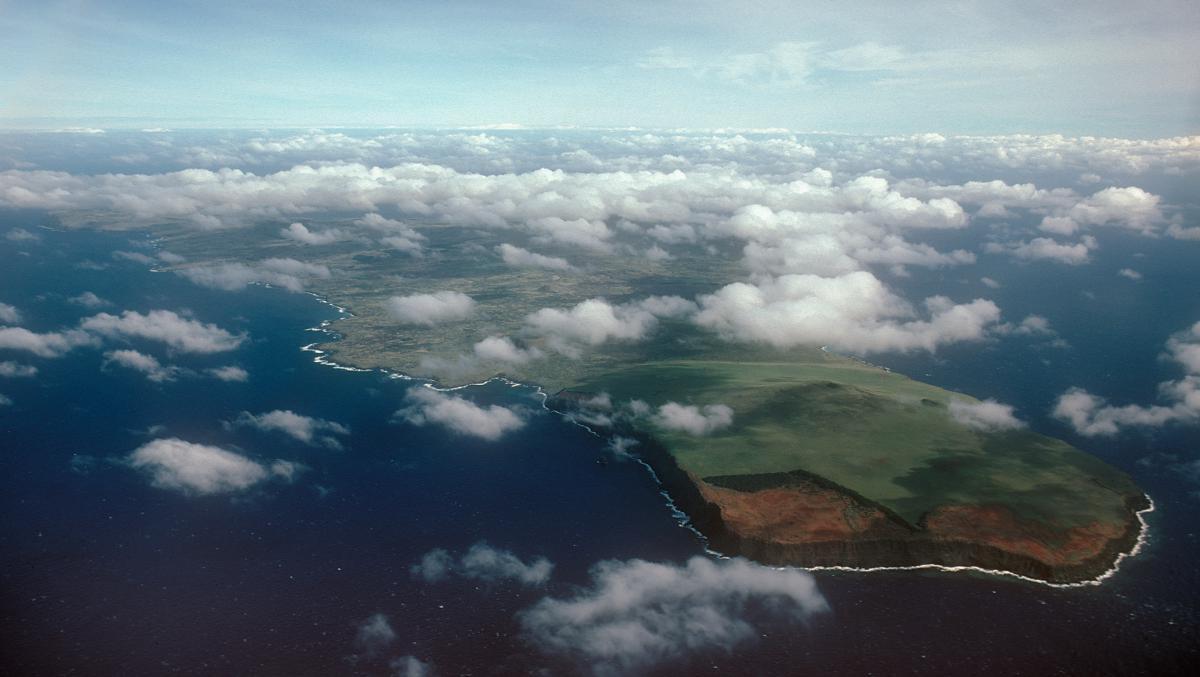 http://www.traveler-mir.com/files/c/country/chile/dostoprimechatelnosti/ostrov-paskhi-foto/ostrov-paskhi-foto_1.jpg