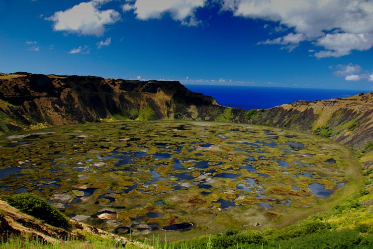 http://www.traveler-mir.com/files/c/country/chile/dostoprimechatelnosti/ostrov-paskhi-foto/ostrov-paskhi-foto_2.jpg