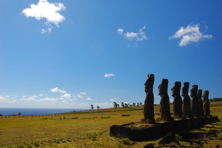 http://www.traveler-mir.com/files/c/country/chile/dostoprimechatelnosti/ostrov-paskhi-foto/ostrov-paskhi-foto_5.jpg