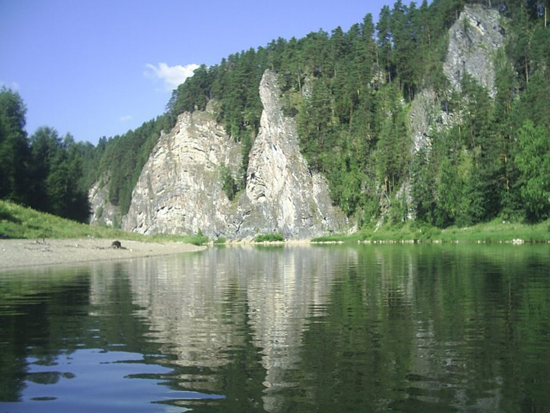 В верховьях река больше