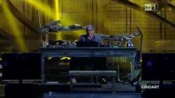 Адриано Челентано  с песней «La cumbia di chi cambia» на фестивале San Remo в 2012 году